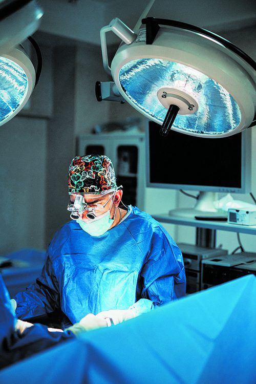 Endoskopische Eingriffe erfordern vom Chirurgen viel Erfahrung.fotolia