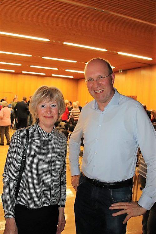 Erna Troy (MoHi) und Kurt Schlegel (Sozialdienste).