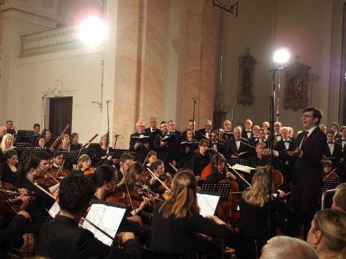 Einmal im Jahr leitet Markus Landerer, Domkapellmeister von St. Stephan in Wien, ein großes Chorprojekt in Vorarlberg. JU