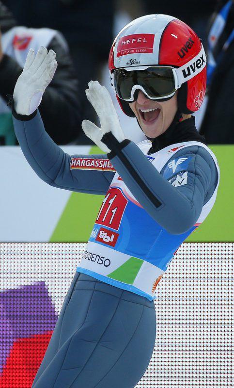 Die Dornbirnerin Eva Pinkelnig ist nach dem nächsten Stockerlplatz im Weltcup überglücklich.gepa