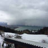 Wolkenwelle rollt über den Bodensee