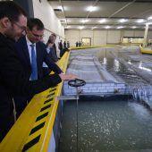 In der Rhesi-Halle fließt der Rhein unter Dach. Simulation von Hochwasser möglich. A4