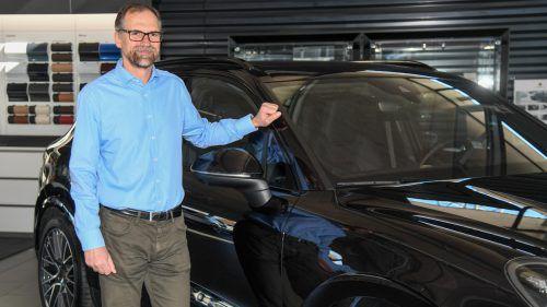 """""""Der Autoverkauf ist nach wie vor ein gefragter Beruf. Die Marke spielt da natürlich eine Rolle"""", sagt Rudi Lins über das Image der Branche. VN/Lerch"""