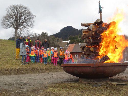 Für die Kinder des Bewegungskindergartens Fraxern veranstaltete die Funkenzunft einen eigenen Kinderfunken.Bewegungskindergarten Fraxern