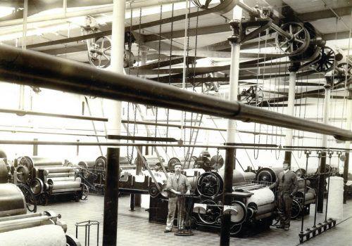 Gesucht werden Interessierte, die sich mit der Industriegeschichte Feldkirchs, beispielsweise der Spinnerei Gisingen um ca. 1900, auseinandersetzen wollen. Stadtarchiv