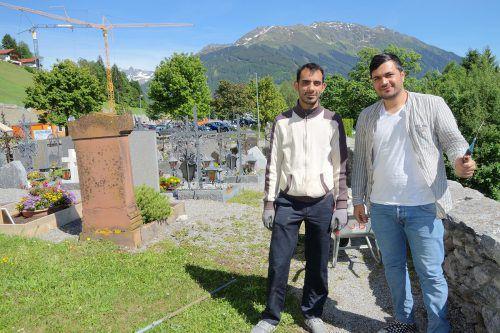 Hamed Cheghackor und Mohanad Hussin haben während ihres Asylverfahrens in Bartholomäberg mitgeholfen.Caritas