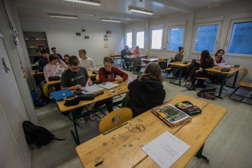 Im Schoren sind schon seit Jahren mehrere Schulklassen in zugigen Containern untergebracht.VN/Steurer