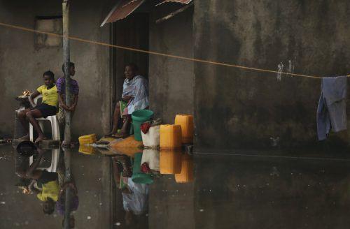 Immer noch sind viele Familien vom Wasser eingeschlossen. AP