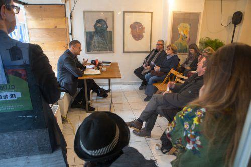 In den Räumen der Initiative Kollektiv in Bregenz wurden Schwerpunkte des Kulturprogramms des Landes erörtert. VN/Hartinger