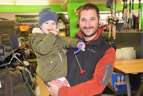 Ivy trainierte mit Papa Manuel für eine spätere Fischerkarriere.