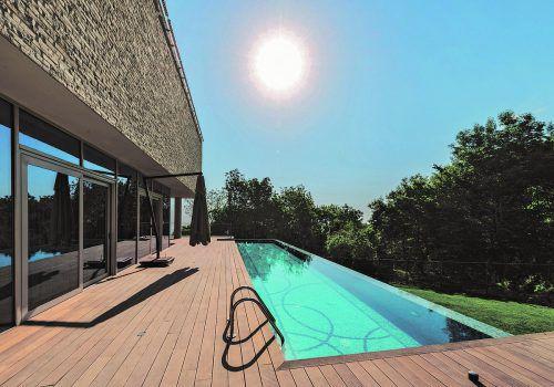 Jetzt ist die richtige Zeit, Terrassenböden aufzufrischen.Foto: Natural.at