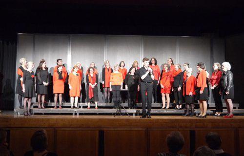 Jubiläumskonzert des Frauenchors Hofsteig: Die Besucher bedankten sich mit tosendem Applaus für einen unterhaltsamen und abwechslungsreichen Abend.