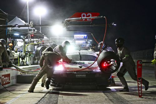 Kévin Estre verlor beim Boxenstopp viel Zeit.Porsche