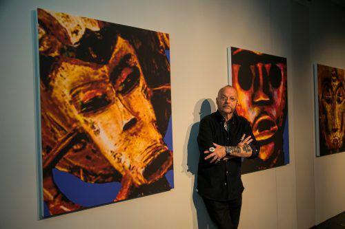 """Künstler Flatz arbeitet an der Schnittstelle von Skulptur, Malerei und Fotografie und greift mit seinen """"Faces"""" auch einen kulturhistorischen Themenkomplex auf. Vn/Paulitsch"""