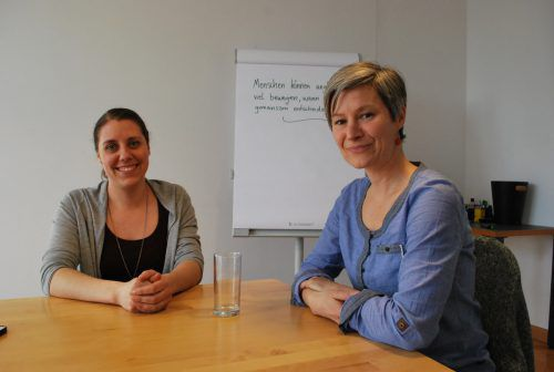 Lisa Praeg (links) und Anja Sagara setzen auf ein Entscheidungsprinzip, das auch die Minderheit mit einschließt. erh