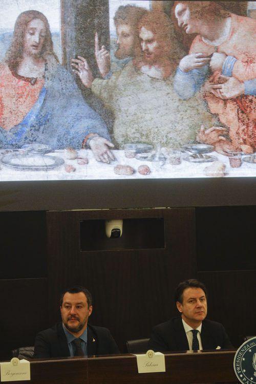 Matteo Salvini und Giuseppe Conte stellen das Jubiläumspogramm vor. ap