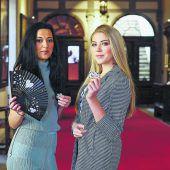 Misswahlkandidatinnen präsentieren sich im Casino