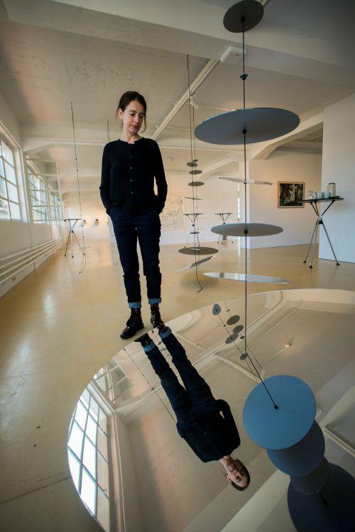 Mit einem Fragezeichen auf dem Dach des Magazin 4 kündigt sich an, was Kuratorin Bella Angora und die teilnehmenden Künstler zu sagen haben. VN/Paulitsch
