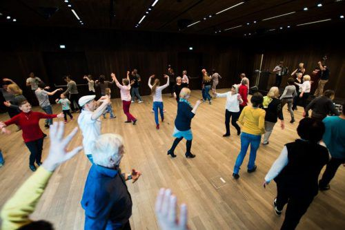 """""""Mit-Tanzen"""" wurde 2014 als Rahmenprogramm zur Ausstellung """"Sein&Mein"""" konzipiert . victor marin"""
