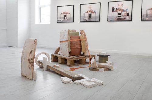 """Objekt """"Transformation of special relation"""": eine ehrliche, natürliche Auseinandersetzung mit Materialien in Anlehnung an Architektur und Bildhauerei. Katharina Fitz"""