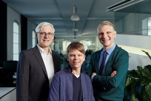 Oliver Pretz (Mitte) mit den GF Rainer Schönherr und Bernd Hepberger. MA