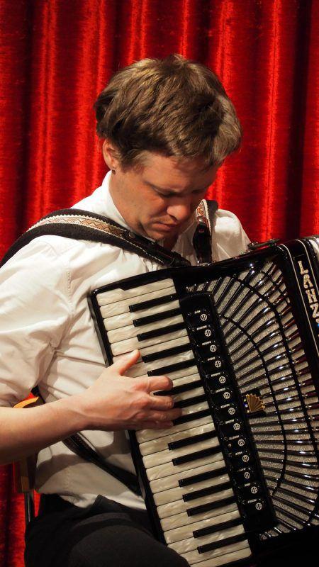 Philipp Lingg fand die passende Musik zum ernsten und anspruchsvollen Thema.