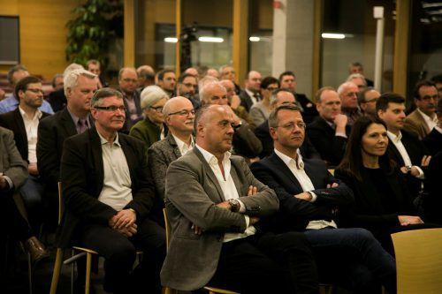 Politiker und Wirtschaftstreibende aus dem ganzen Land zu Gast bei den Vorarlberger Standortgesprächen in der FH Vorarlberg.VN/Paulitsch
