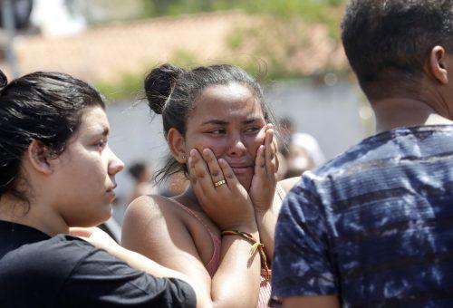 Schock und Trauer nach der Bluttat. Das Motiv ist noch unklar, die beiden Schützen haben sich nach der Tat das Leben genommen. AP