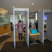 Land rüstet Sicherheitsschleusen mit Gepäcksröntgengeräten auf