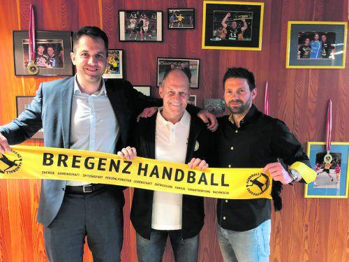Sport-Vorstand Gregor Günther, Neo-Cheftrainer Markus Burger und Sport-Geschäftsführer Björn Tyrner (v. l.). Verein