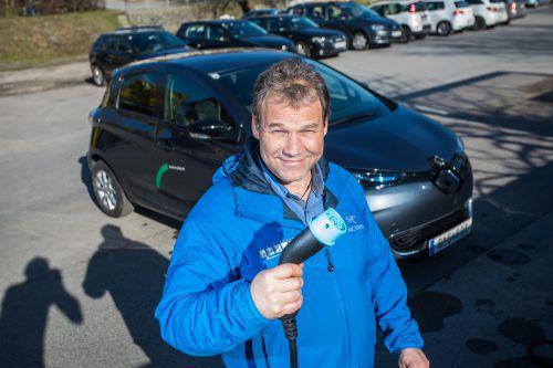"""Stephen Kaltheier hat seine Firmenflotte in Egg 2015 auf E-Autos umgestellt: """"Die Vorbehalte bei der Reichweite haben sich rasch in Luft aufgelöst.""""vn/Steurer"""