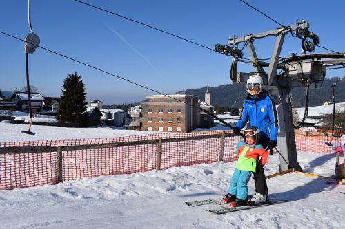 Trotz der Schließung einiger Liftanlagen ist in Alberschwende vielseitiger Wintersport möglich. me