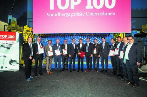 Vorarlbergs größte Arbeitgeber mit VN-Wirtschaftspreisträger Christian Beer, Bundeskanzler Sebastian Kurz, Landeshauptmann Markus Wallner und VN-Chefredakteur Gerold Riedmann.