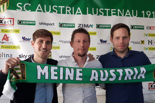 Vorstandsmitglied Valentin Drexel, Trainer Gernot Plassnegger und Austrias Manager Sport Christian Werner.Austria