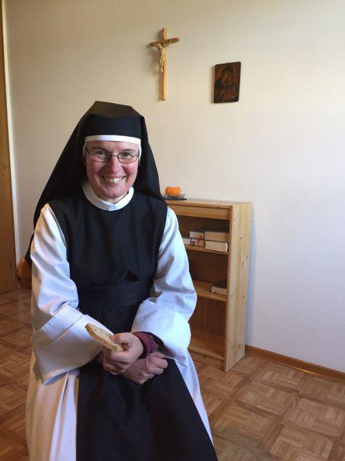 Während der Fastenwoche ernährt sich Schwester Kornelia von Brot und Suppe. kum