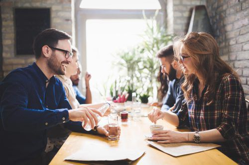 Weltweit sind die Millenials am stärksten davon überzeugt, ihre Arbeit in unter sieben Stunden am Tag erledigen zu können.