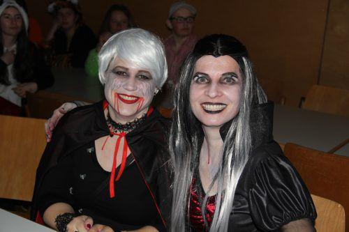 Zwei ansprechende Vampire: Marion und Evelyn.