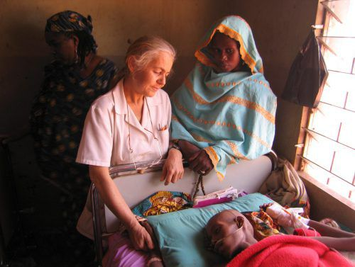 Ärztin Elisabeth Neier in ihrem Spital in Ngaoubela im Norden Kameruns.orf