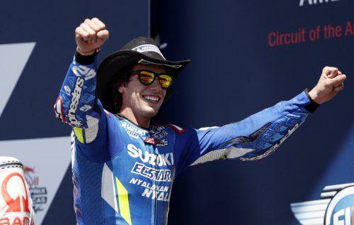 Alex Rins jubelt über den ersten Moto-GP-Sieg.Reuters