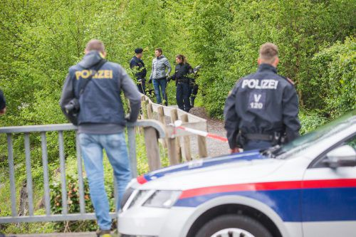 Am Samstagvormittag wurde das Tatortgelände erneut großräumig abgesucht. VN/Steurer, APA