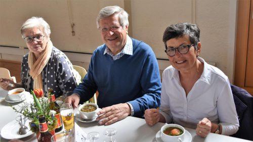Am Sonntag kredenzte der Pfarrgemeinderat allen hungrigen Röthnern eine (oder auch zwei) von sechs verschiedenen Suppen.Birgit Loacker