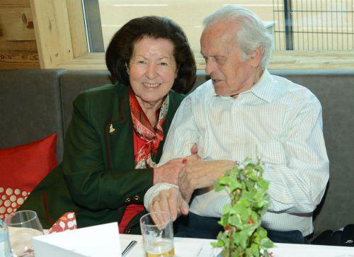 """Auch Jubilare Elisabeth und Ernst Rahhofer waren ins """"Lamm"""" gekommen."""