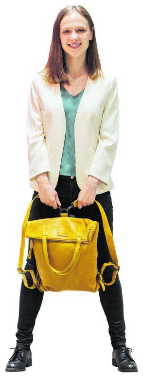 auffallend             Cooler Leder-Rucksack von Aunts'n Uncles. Umbaumöglichkeit vom Rucksack zur Umhängetasche mit Laptopfach. Gesehen bei Ströhle Tasche & mehr im Messepark um 229,90 €.               stiplovsek