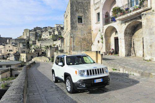 Aufgefüllt wurde im Vorjahr das Motorenportfolio des Jeep Renegadeum einen sehr munter agierenden Einliter-Dreizylinder-Turbobenziner.