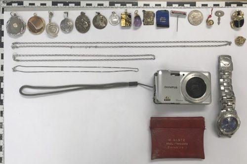 Bei diesen Gegenständen könnte es sich um Diebesgut handeln.polizei