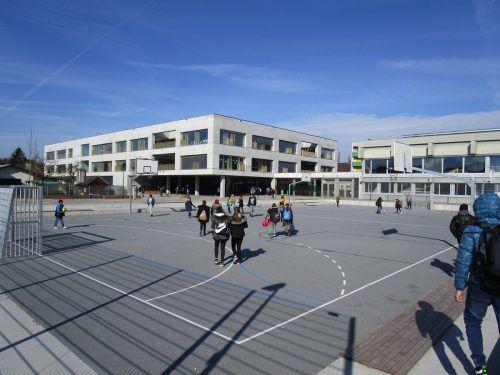 Bei Pausenhöfen und Sportplätzen der Pflichtschulen gilt eine Schutzverordnung.