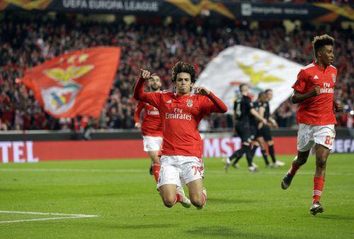 Benfica-Jungstar João Félix (19) war dreifacher Torschütze beim Heimerfolg gegen eine Frankfurter Elf, die für einmal ein paar Fehler zu viel machte.ap