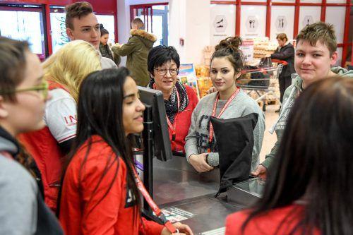 Besonders im Handel gibt es eine große Nachfrage nach Lehrlingen. Bild: Lehrlingsevent der Firma Interspar in Dornbirn.VN/Lerch