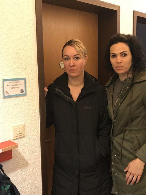 Christina Kogler mit Freundin Martina Toth im Kinderhaus Carina. VN/Hämmerle