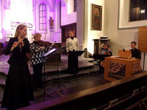 Das Ensemble wird angeführt von Birgit Plankel, seit Jahrzehnten eine feste Größe im Land, wenn es um anspruchsvolle Sopranpartien im geistlichen Bereich geht. ju
